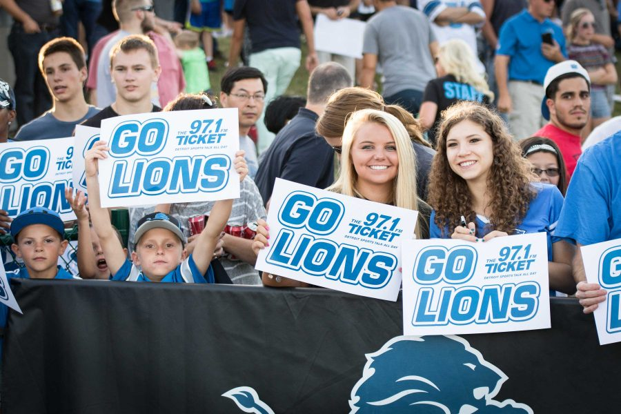Thousands+of+faithful+Detroit+Lions+fans+flock+to+Novi+High+School+to+support+the+team+during+their+first+open+practice.