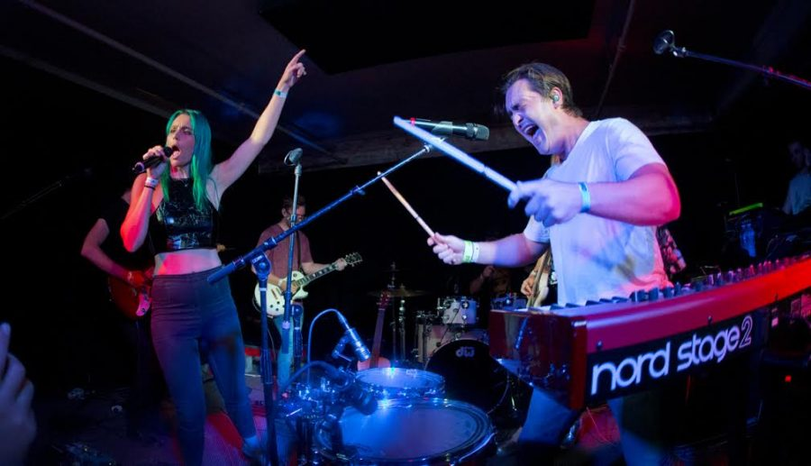 Sheppard+lead+singers+Amy+and+George+Sheppard+put+everything+they+have+into+a+great+performance