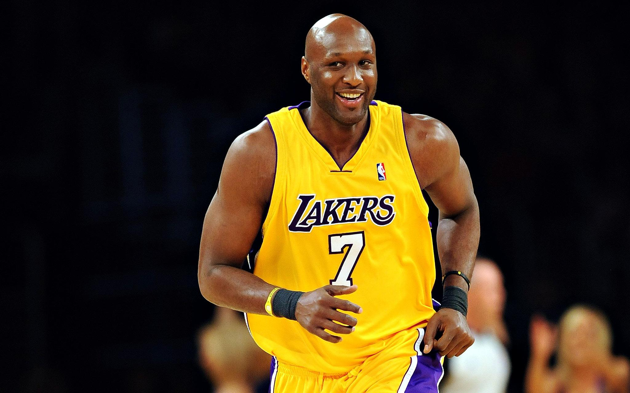 Source: espncdn.com Captions: Former NBA player, Lamar Odom recovers in Los Angeles surrounded by family.