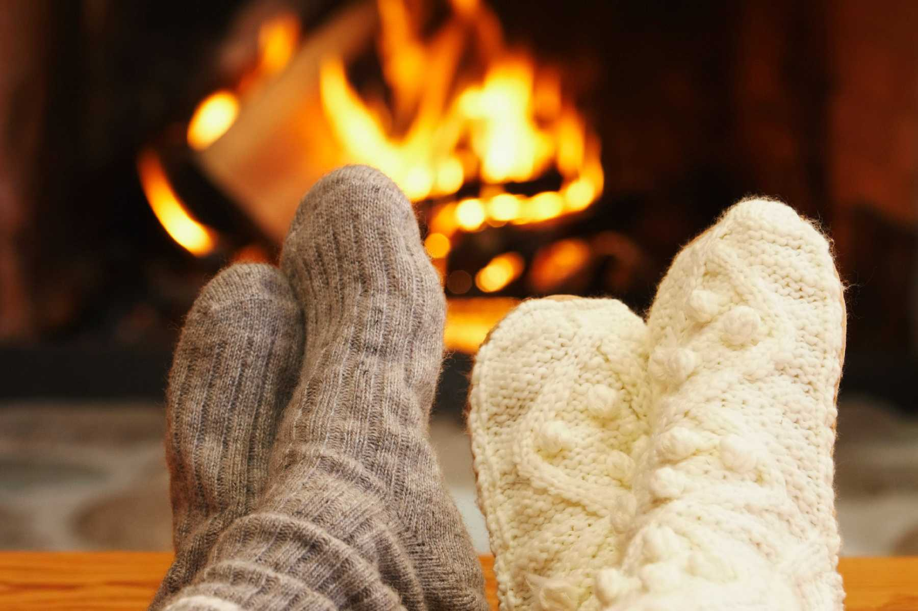 600-01235291© Masterfile Model Release Feet in Front of Fireplace
