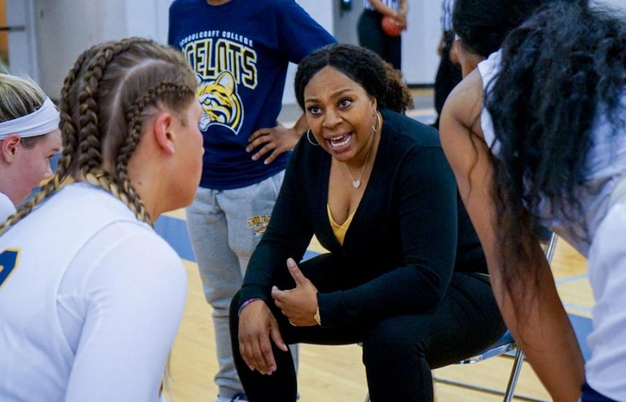 Women's Basketball begins 2019-20 season under new coach