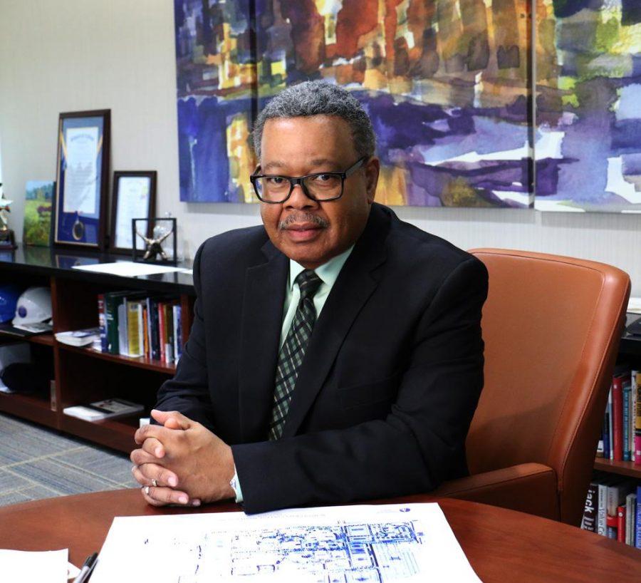 College president announces plans for retirement