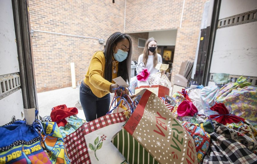 Schoolcraft Business Club President Catreese Qualls loads gift bags filled with donations onto the truck to be taken to the Wayne County Family Shelter on December 22, 2020.